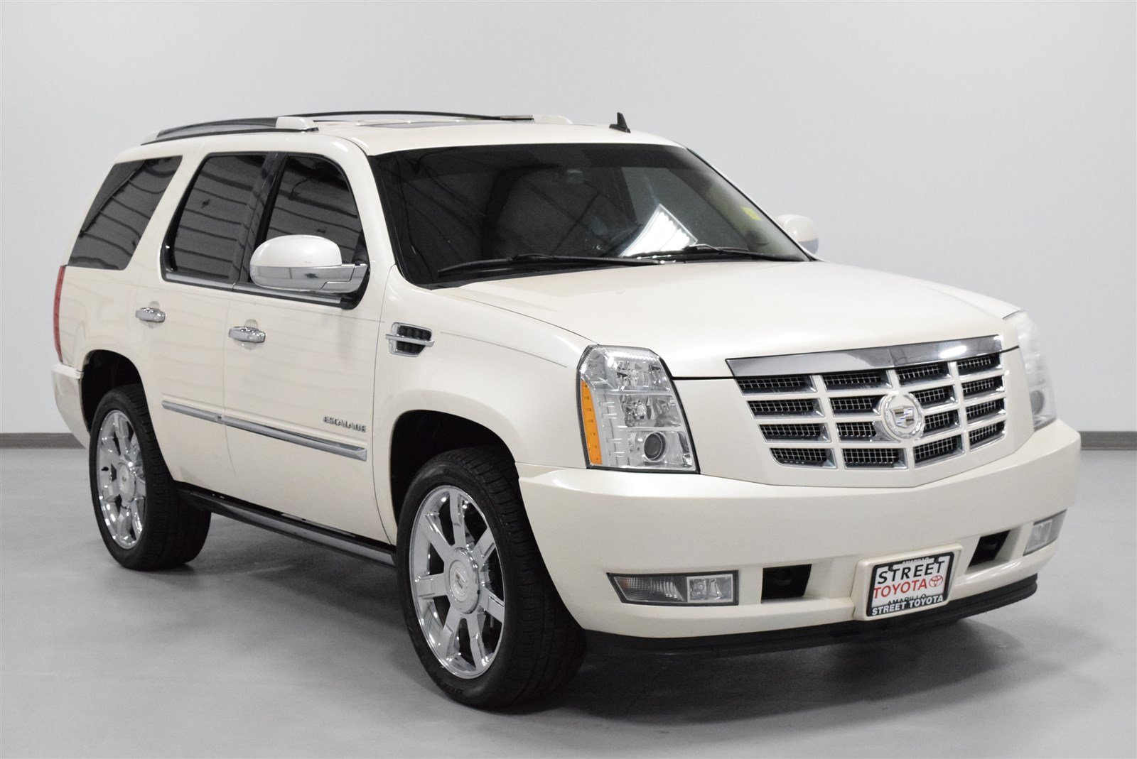 blair inventory in escalade cadillac platinum owned suv awd pre used