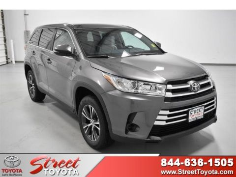 New 2019 Toyota HIGHLANDER LE